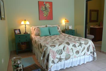 * Tropical & Tranquil Garden Setting ~ Lovely! * - Ensenada - Bed & Breakfast