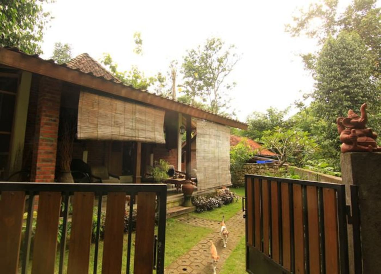 Omah Jegok Jungle Homestay Room01