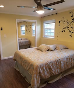 Newly renovated Guest room @ $51 - Hus