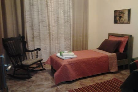 Beautifully furnished room -Ramalla - Down town - Ramallah - Bed & Breakfast