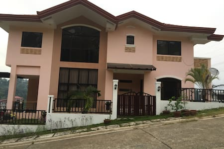 Private Room Bed & breakfeast with  Nature view. - Davao City - Casa