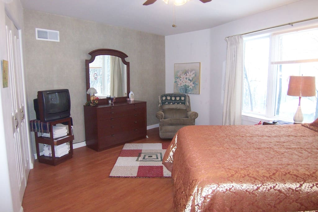 Hope suite - 1st floor. Queen and single beds. Private bath across the hall.