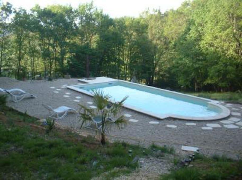 espace,mais piscine tres accueillante, 1m50 de profondeur