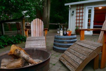 Quiet Creekside Napa Guest Cottage