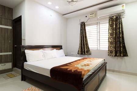 Iconic Budget home stay at Madhapur - Appartement