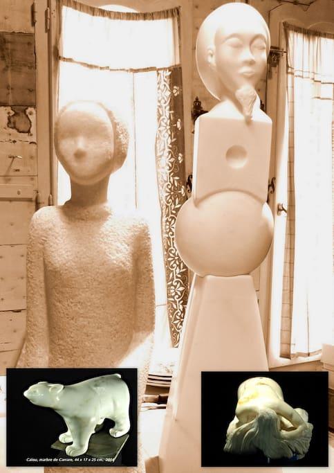 2 oeuvres en marbre dans l'atelier