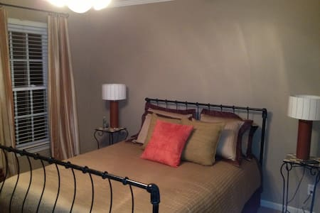 Guest Bedroom off Woodruff Road - House