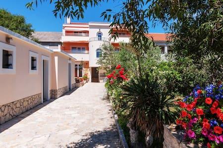 Apartment Smokva by Villa Jadranka - Privlaka - Apartemen