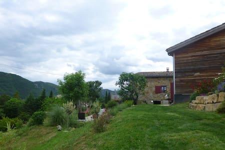 Grande maison ancienne dans joli cadre de verdure - Privas - Hus