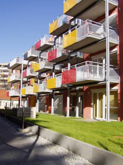 View of the appartment buidling. The apartment is located on the first floor.