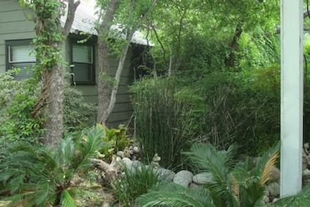 GraceGardens:  Rustic Oak Cabin - Blockhütte