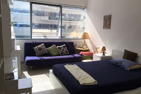 Spacious Room with Metro Access - Dubai