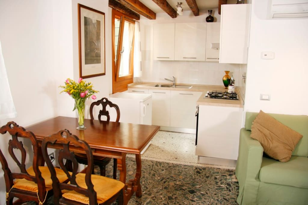 Ca' Rialto_Sunny central apartment