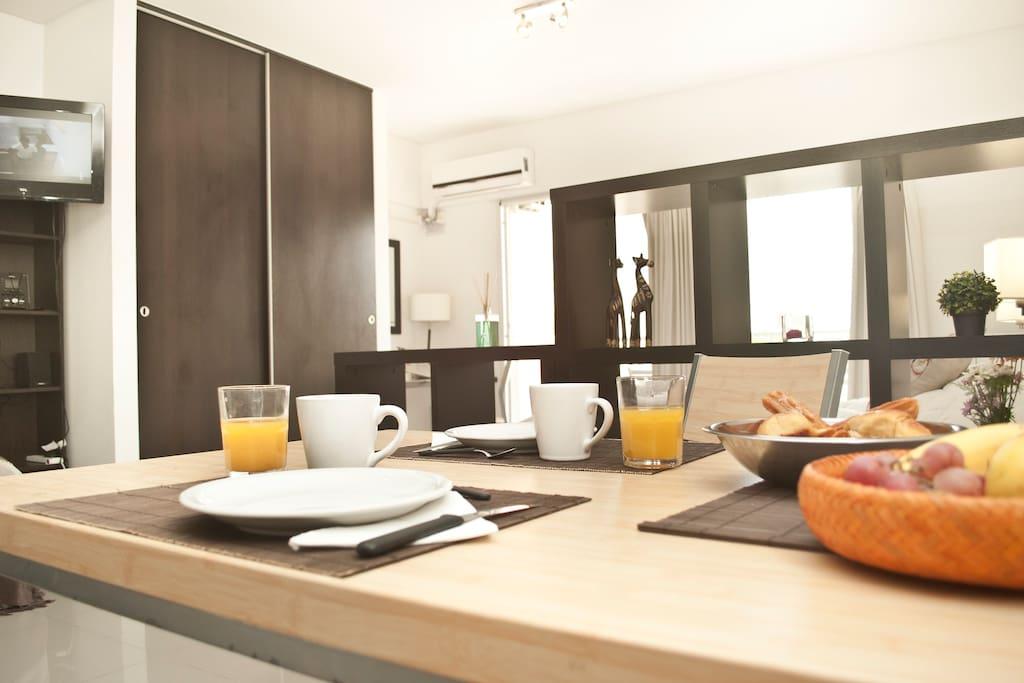 Dining Area - Area Comedor