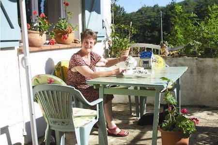 Selfcatering between Cahors & Sarlat, lake view. - Bungalow