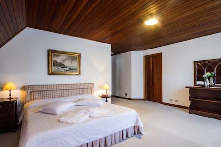 Suite Master! - A Casa do Capivari - Campos do Jordão - Casa