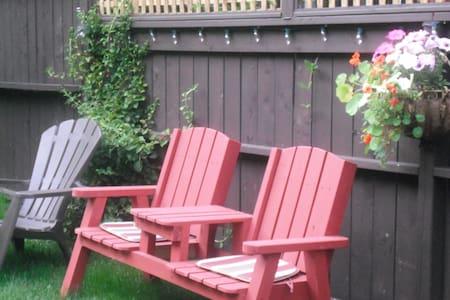 Garden Oasis in Downtown Dartmouth - Lakás