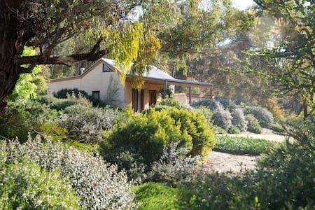 Muckleford Forest Cottage - Cabin
