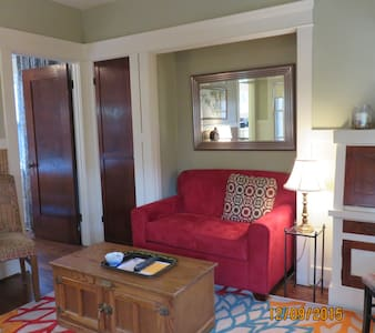 Private, small bungalow. - Long Beach - Maison