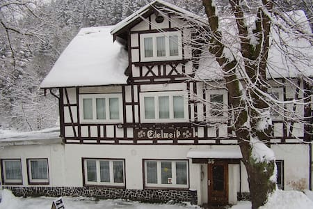 2-Bettzimmer im Thüringer Schiefergebirge - Gräfenthal - Bed & Breakfast
