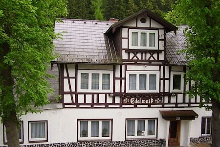 1-Bettzimmer im Thüringer Schiefergebirge - Gräfenthal - Aamiaismajoitus