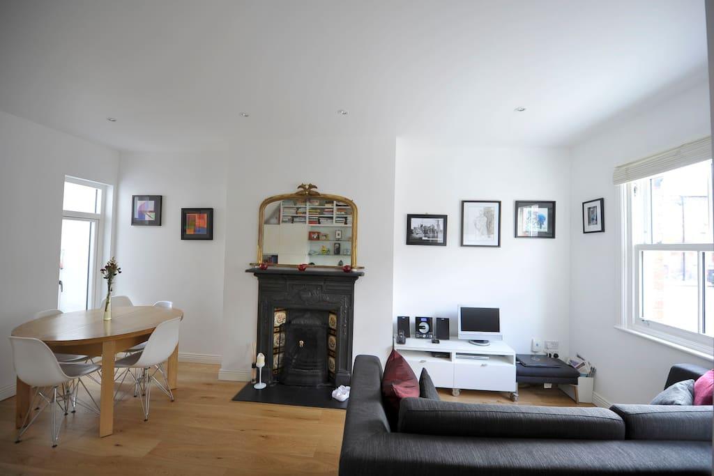 Livingroom/Diningroom.
