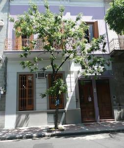 Hab doble con baño privado en el Hostel Sol de Oro - Buenos Aires - Bed & Breakfast