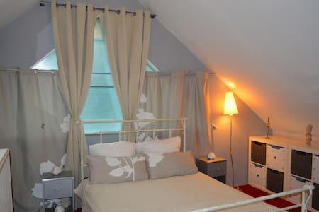 chambre calme lumineuse  de 20 m2 - Gästehaus