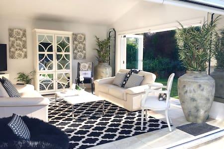 Stunning Designer Hamptons home in heart of Bowral - Hus