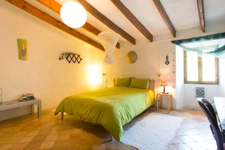 Double bedroom in antique house - Esporles - Hus