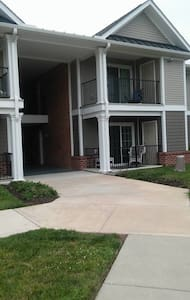 AWESOME APT: Just a drive away from EVERYTHING! - Seaford - Apartment