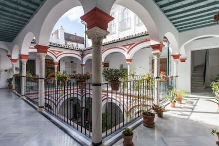 HOUSE PALACE SIGLO XVIII/Parking - Seville - Apartment