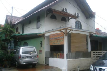 KAMAR EKSTRA - Jakarta - Hus