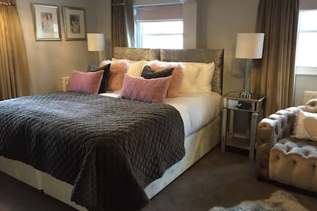 Town House at Brecon Luxury B&B - Priory View Room - Brecon