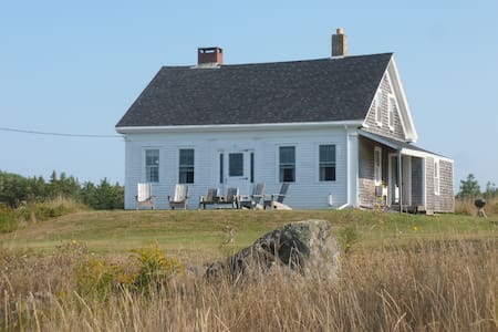 Renovated antique cape on Northern Bay - Haus
