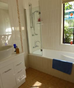 Cosy room in central Belconnen - Evatt - House