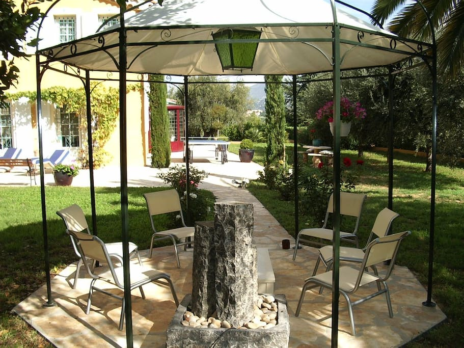 Drink with fountain under the Pergola ...