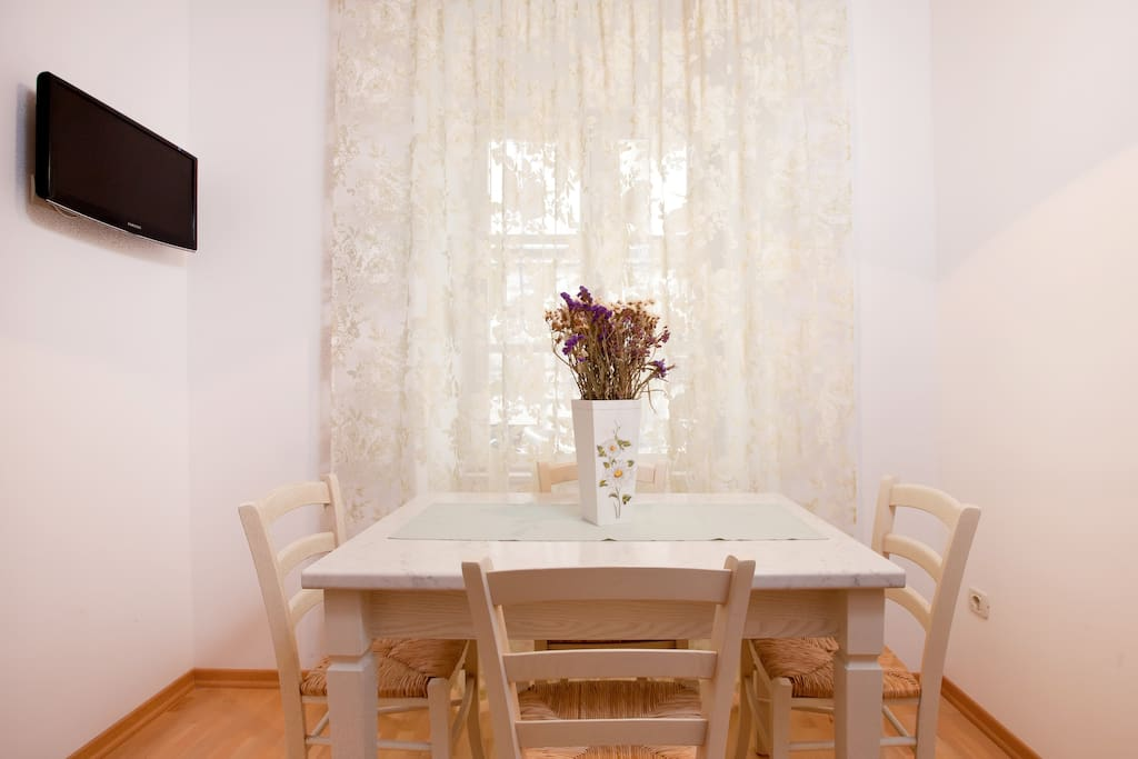 Old Town 1 Bedroom Apartment!!! A1