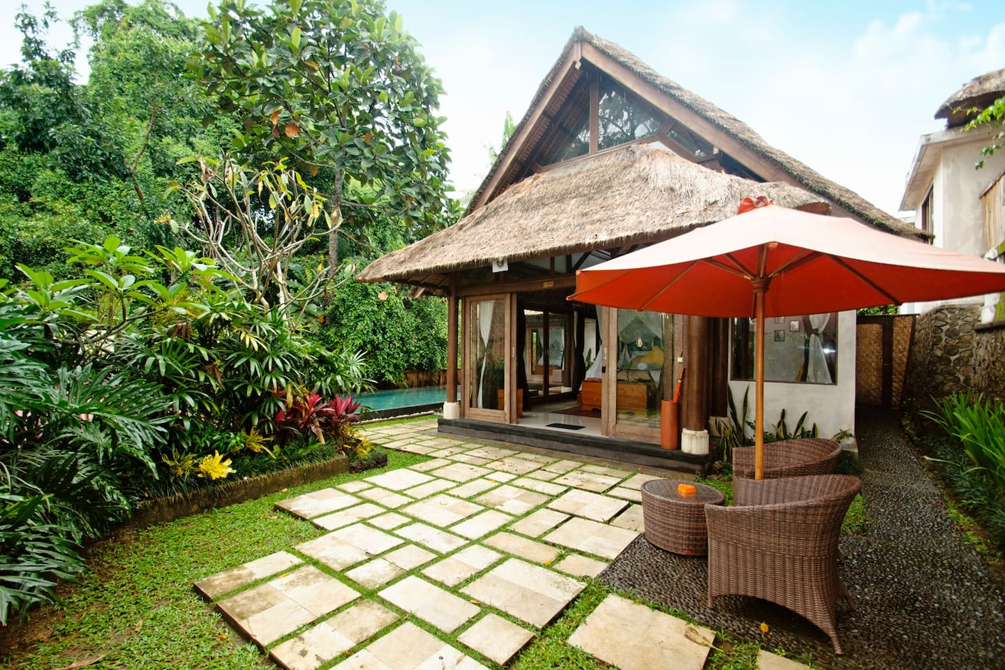 Villa Ananda Sri is a premium villa with a full bath, private patio and a pool shared with Villa Ananda. You can book it by itself or together with Villa Ananda