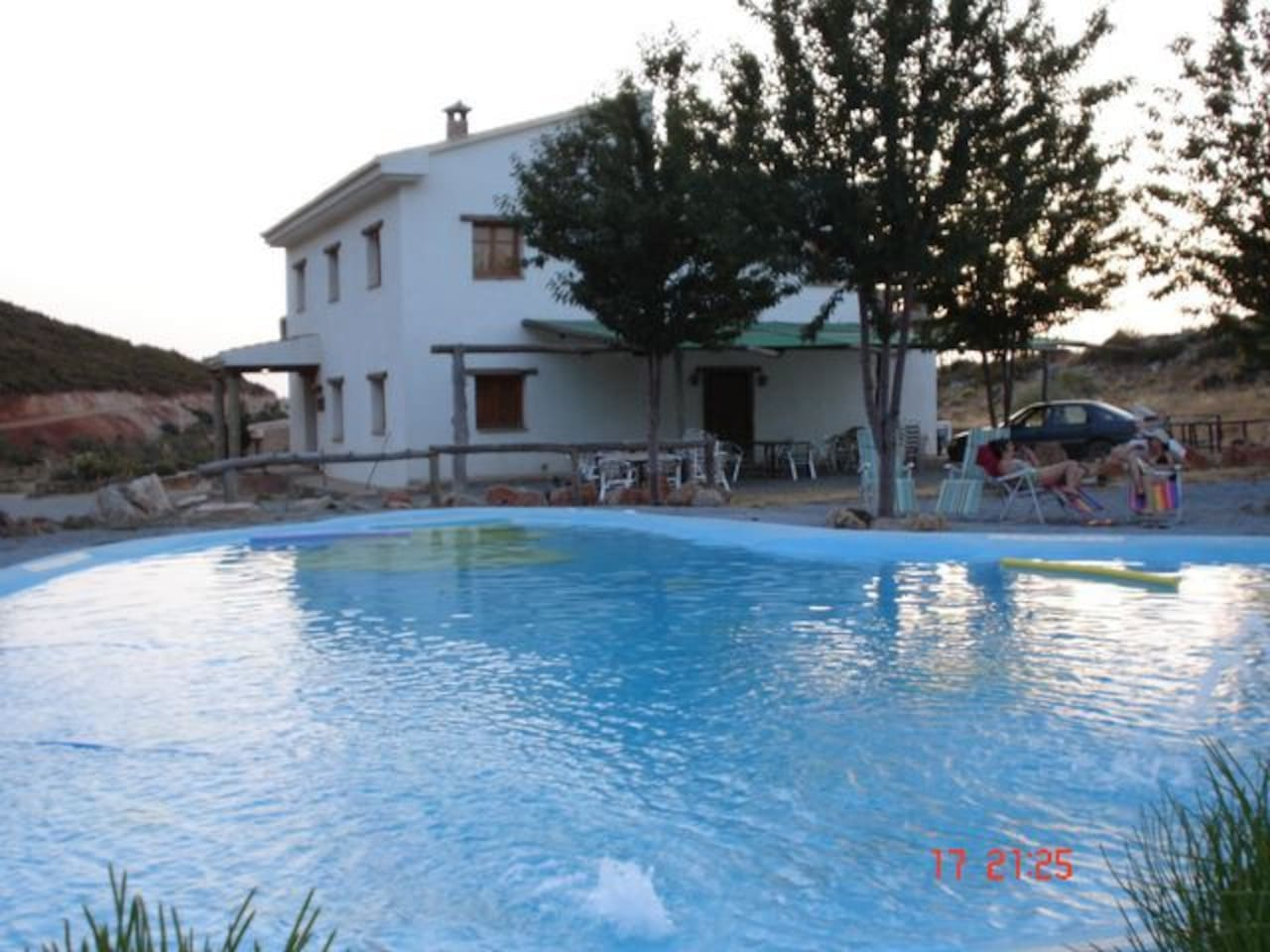 Casa Rural, turismo rural en Sierra Nevada, a 22 km de Granada y la Alhambra, reserva habitación desayuno