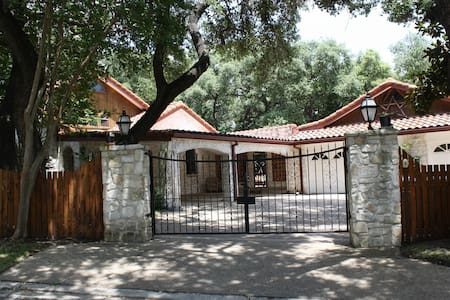 Hacienda - Paradise in the Heart of San Antonio - Hus