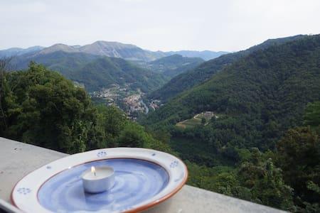 Casa in Toscana with a panorama - Lugliano - Casa