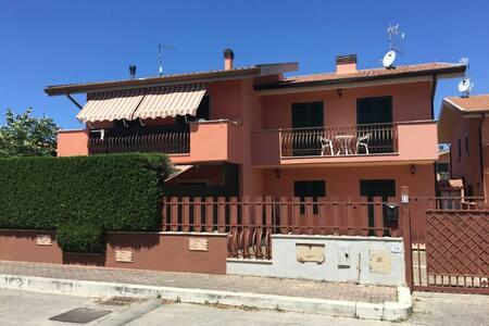 Little Villa to rent in Sabaudia - Apartemen