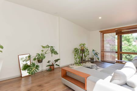Sunny cottage with courtyard - Fitzroy - House