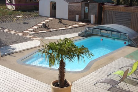 """Chambre """"Aigrette"""" avec piscine spa - Saint-Trivier-sur-Moignans - Bed & Breakfast"""