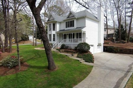 Big Lovely Home 15 mins from Downtown and Buckhead - Hus