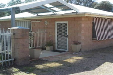 B&B Wagga - Hillview Cottage - Bed & Breakfast