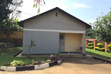 Two bedroom house for rent -Uganda - Hus