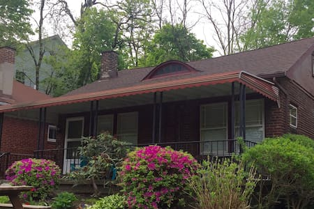 Entire remodeled cottage great loc! - Cleveland Heights - Haus