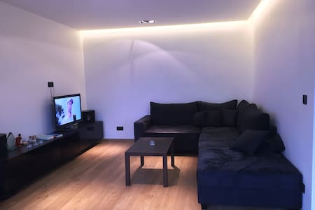 Modern, light, spacious appartment + free parking - Wohnung